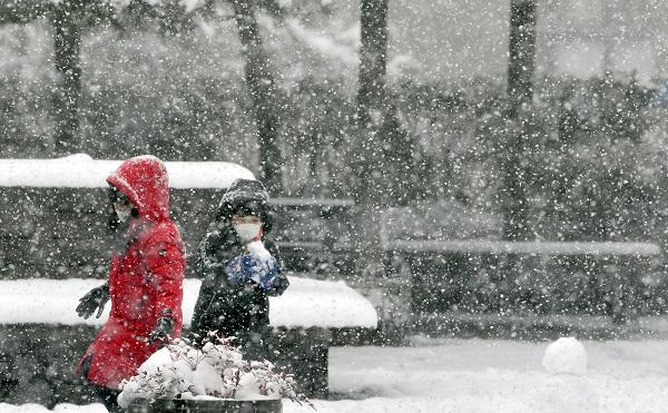 [내일 날씨] 강추위 한낮부터 누그러져-전남·전북과 제주 아침까지 비나 눈…미세먼지 좋음
